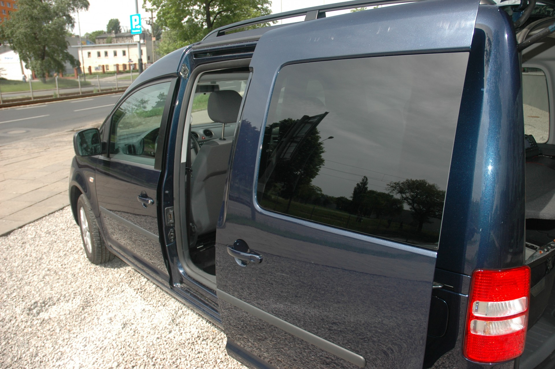 Volkswagen Caddy BiFuel - a classy worker   gazeo com