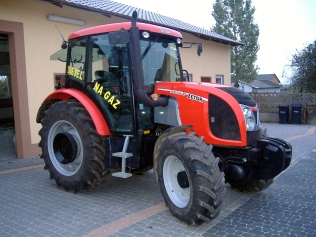 A diesel-gas Zetor Proxima tractor