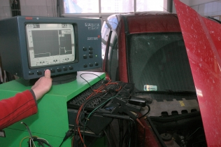 A diagnoscope used to diagnose a Renault Kangoo's ignition coil