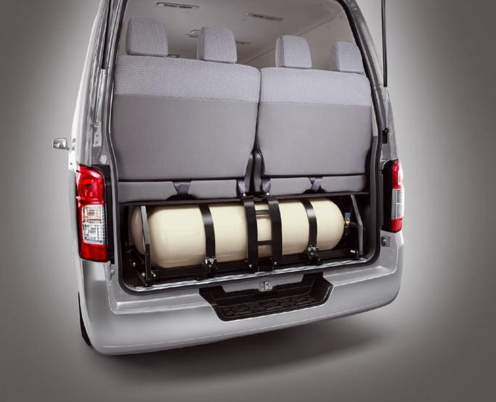 nissan nv drive rear minivan reviews features wheel price s photos hd photo cargo van