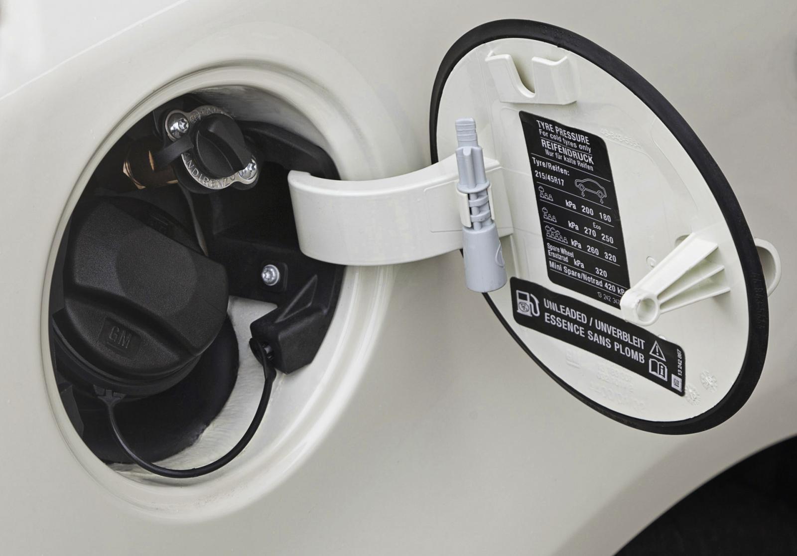 https://gazeo.com/images/gazeo_2015_EN/Automotive/Vehicles/Opel_Corsa_LPG_finally_here/Opel_Corsa_LPG_2015_-_autogas_refueling_valve.jpg