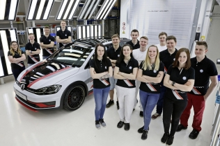 Volkswagen Golf TGI GMOTION with the apprentices who customised it