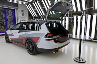Volkswagen Golf TGI GMOTION and its folding bench